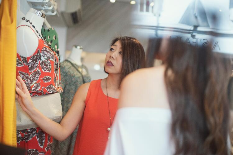 fashion retail assistent